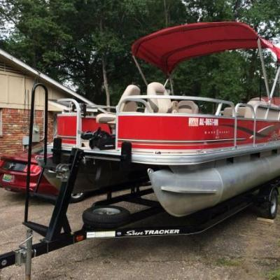 2014 Sun Tracker Pontoon Boat