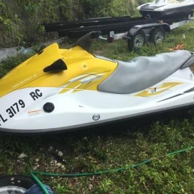 PAIR 2016 V1 CRUISER HIGH OUTPUT WAVERUNNERS WITH TRAILER
